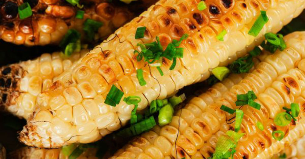 Sizzling Side Dish: Grilled Corn on the Cob – 12 Tomatoes