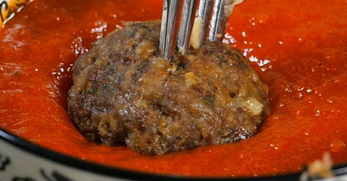 Mozzarella Stuffed Meatballs3