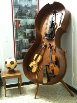 I've made this double bass furniture to put my 3 violins there