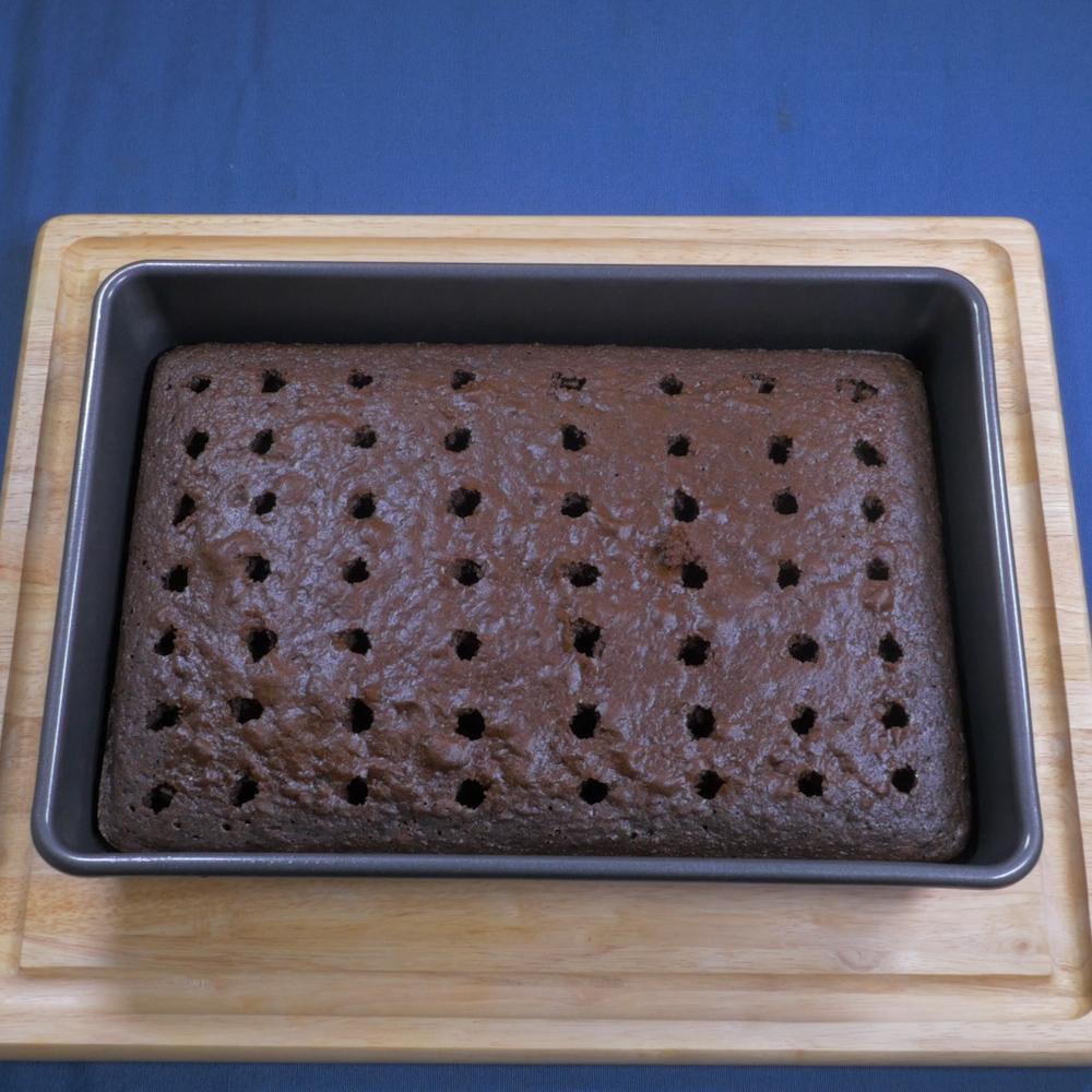 Oreo Poke Cake.00_00_13_04.Still006