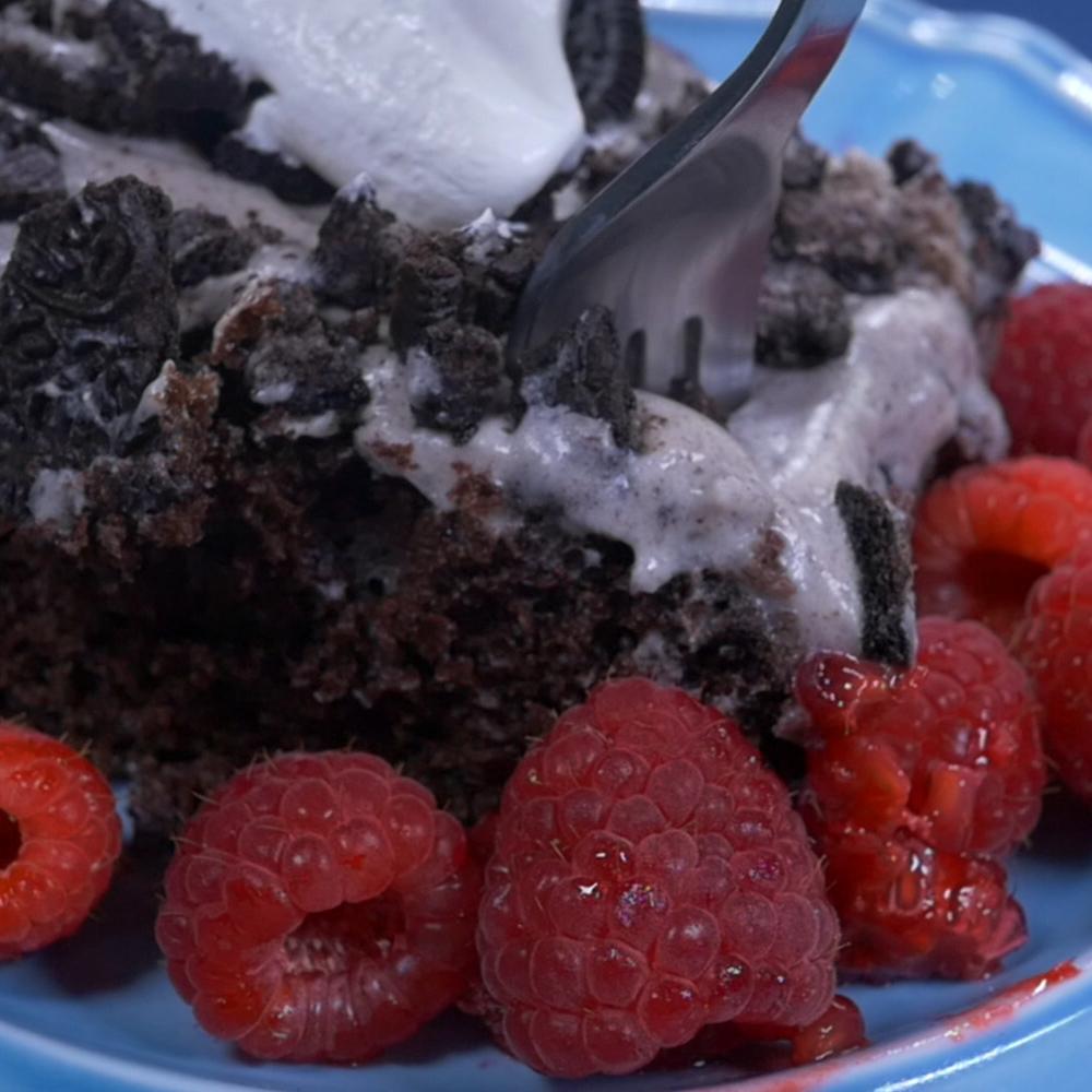 Oreo Poke Cake.00_00_27_06.Still012