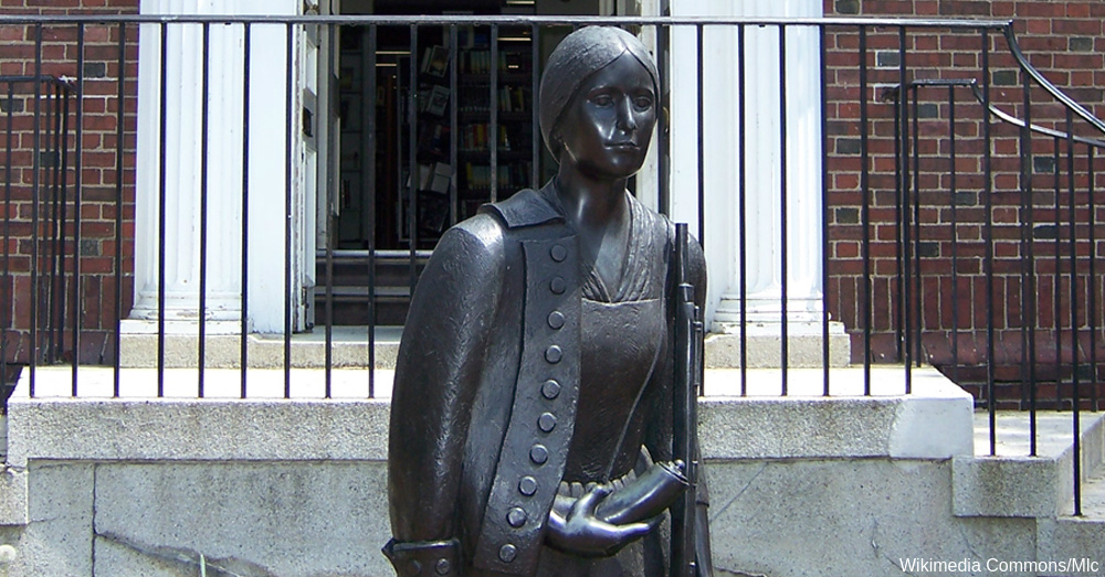 Statue of Deborah Sampson outside the Sharon public library. / Via Mic