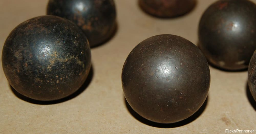 Musket balls / Via Ponnoner