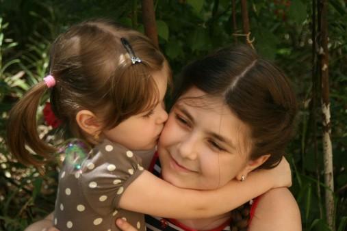 sisters-781100_960_720