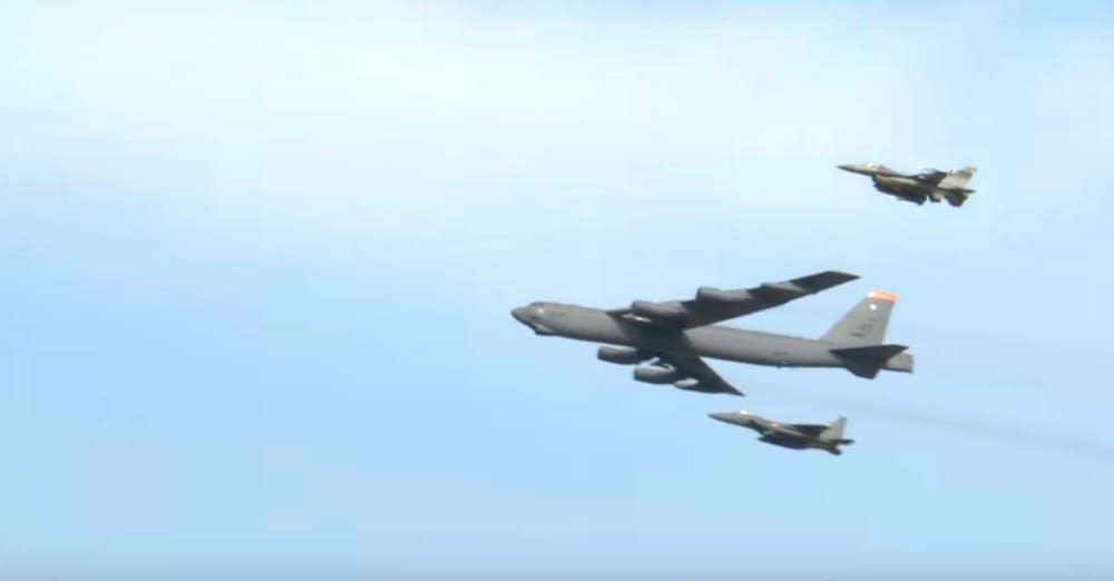 B-52 bombers fly over South Korea / Via Senior Airman Daniel Robles
