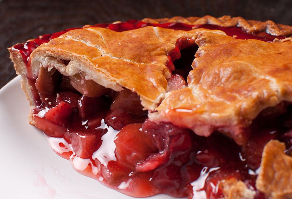 berry rhubarb pie_1