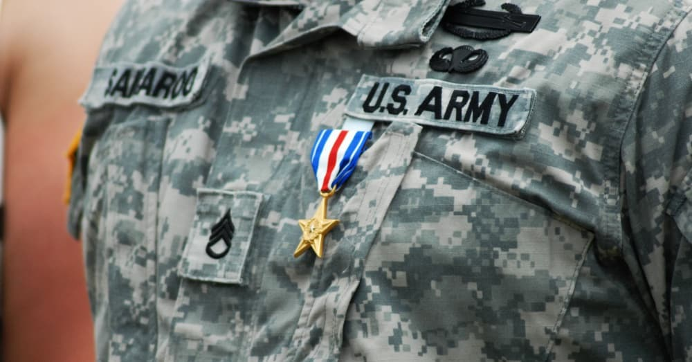 A soldier receiving the Silver Star award / Via the U.S. Army