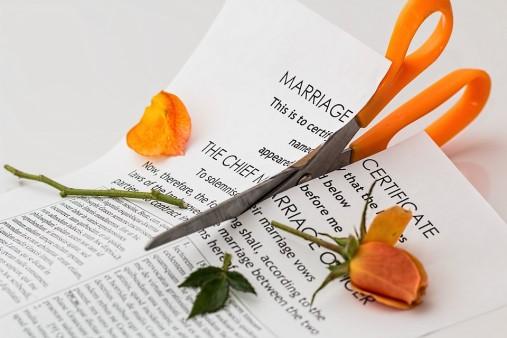 divorce-619195_960_720
