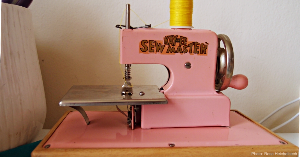 Pink Kayanee Sewmaster Toy Machine