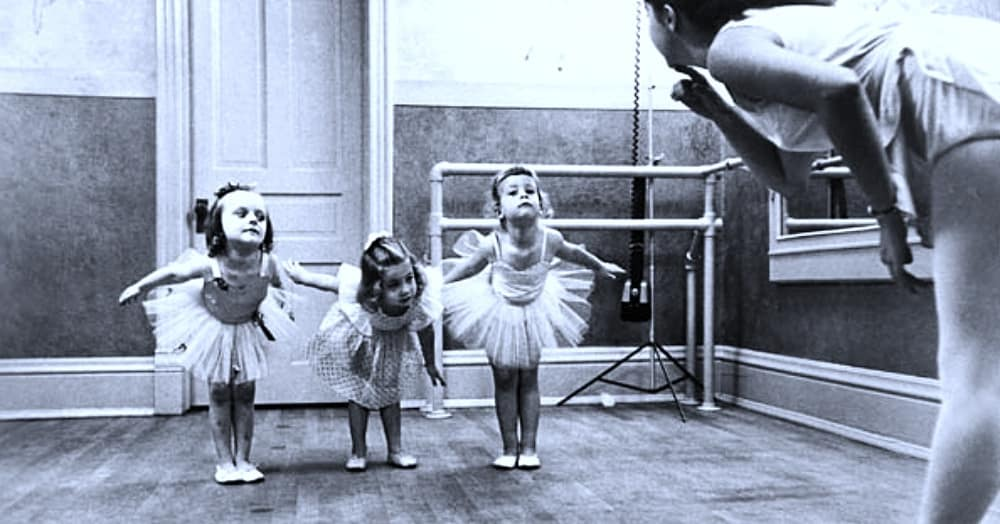 A ballet school from around 1955 / Via The Library of Congress