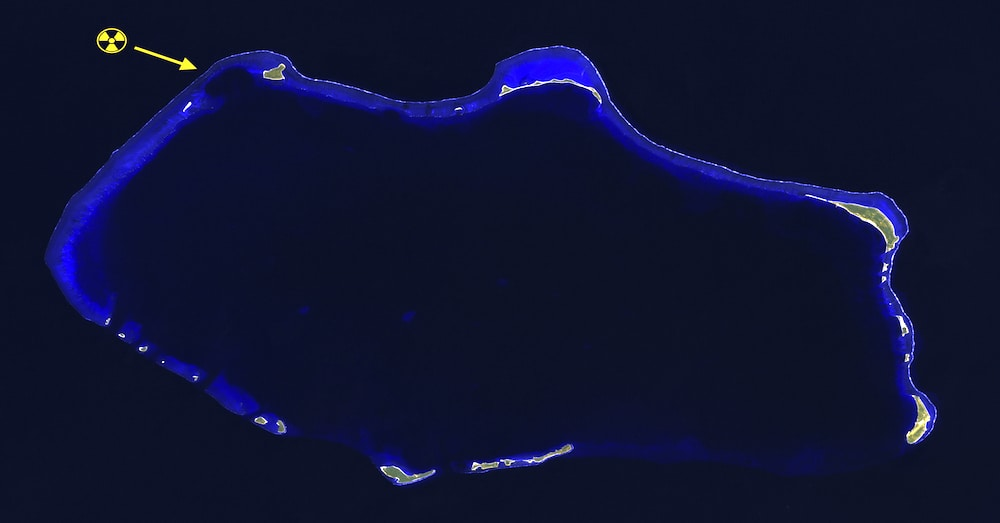 Bikini_Atoll_2001-01-14,_Landsat_7_ETM+_bands_7-5-1-8