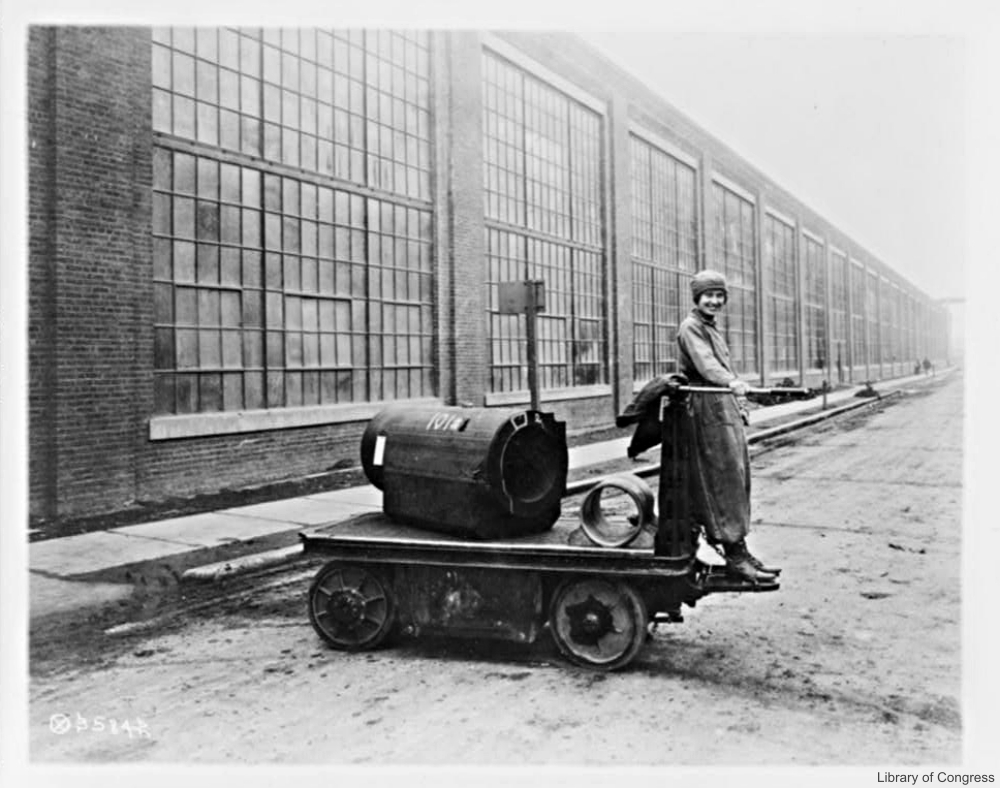 Female factory worker WWI
