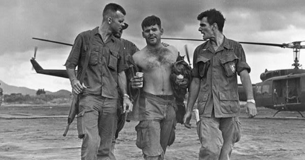 Source: U.S. Army Captain Gary Michael Rose (center) helped from a helicopter in Vietnam.