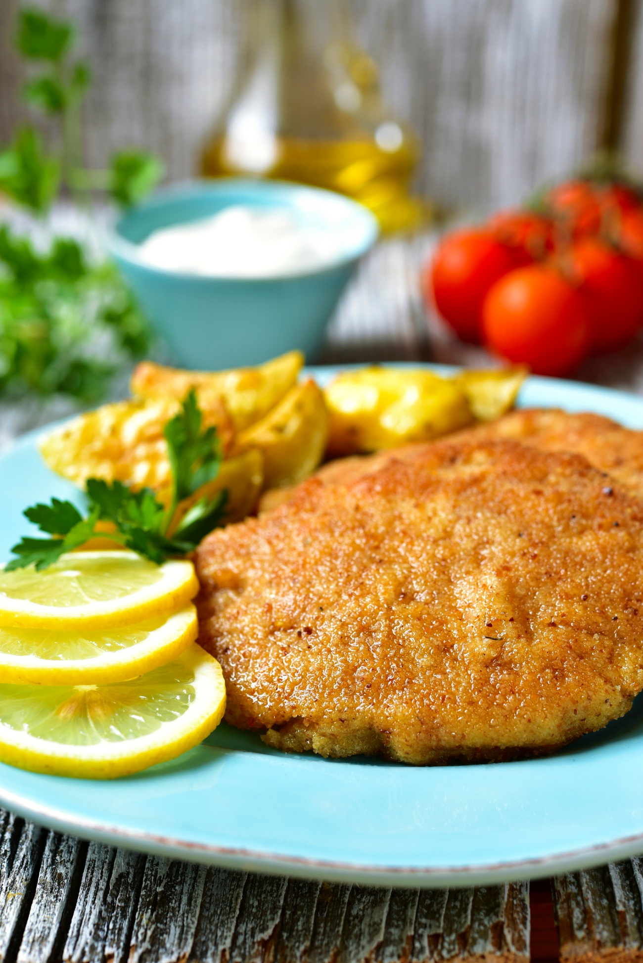 Viennese schnitzel on a blue plate.