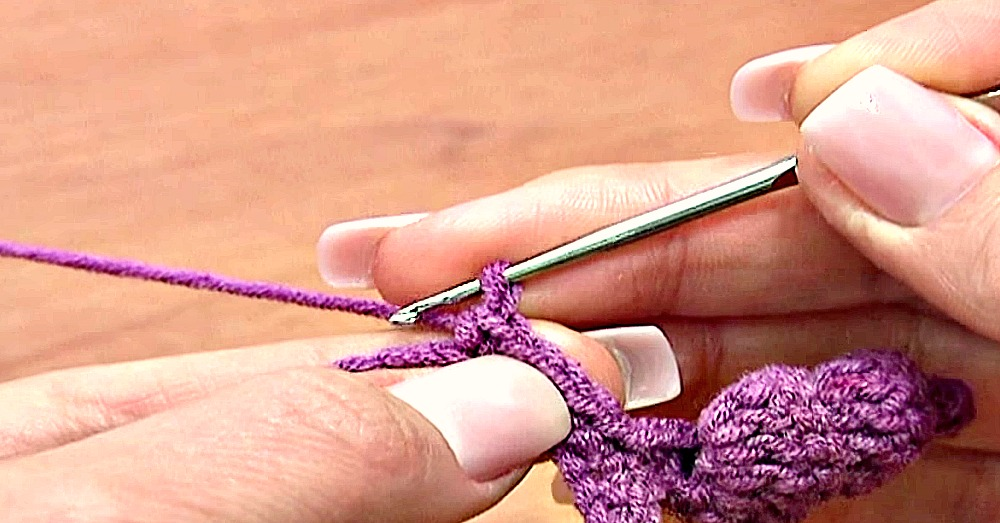 learn-how-to-crochet-a-spiral-border-2