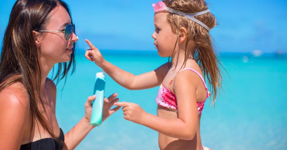 girl-sunscreen-mom_shutterstock_226154692