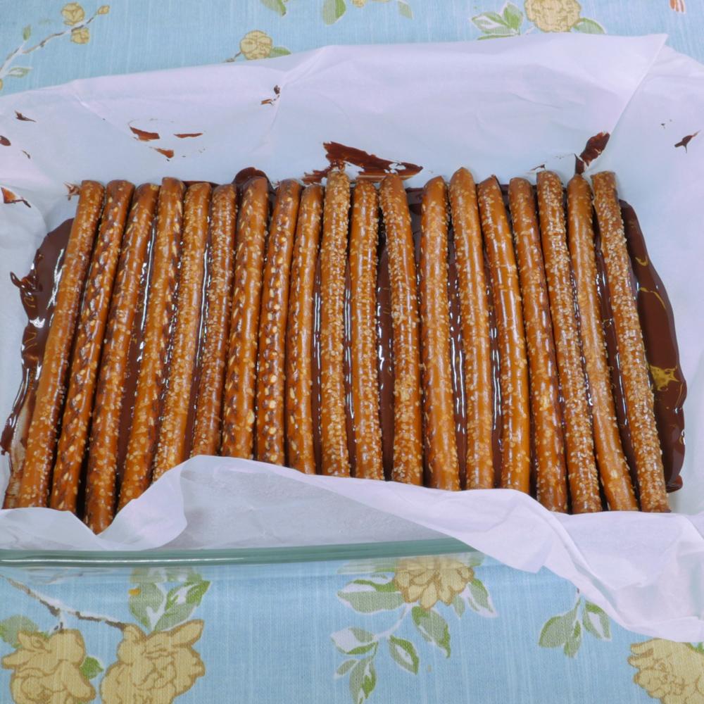 Chocolate Peanut Butter Pretzel Bars.00_00_10_17.Still006