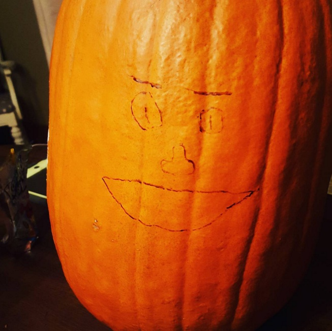Nobody bothered to carve this jank Jack-O-Lantern / Via Alec Edward Graichen