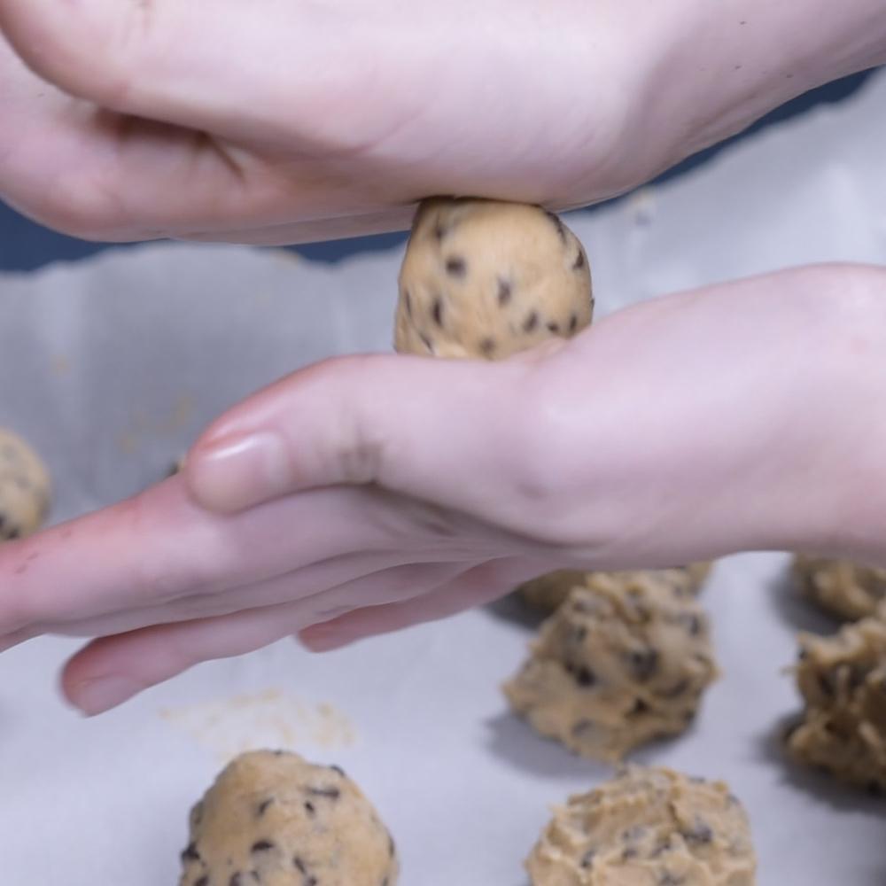 Chocolate Cookie Balls.00_00_12_11.Still004