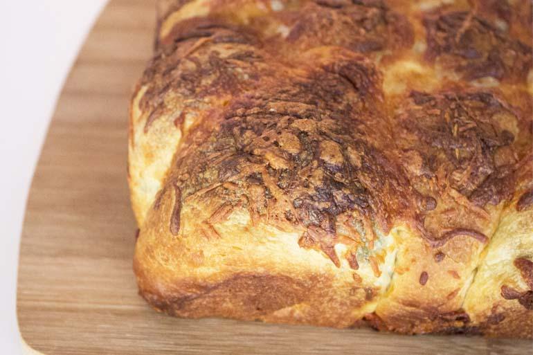 Spinach & Artichoke Pull-Apart Bread – 12 Tomatoes