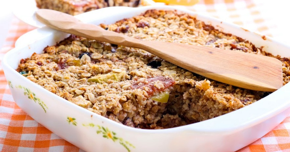 A Fruity Baked Oatmeal To Fuel Your Entire Family Through The Day
