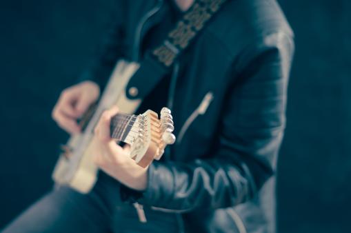 guitarist-768532_960_720
