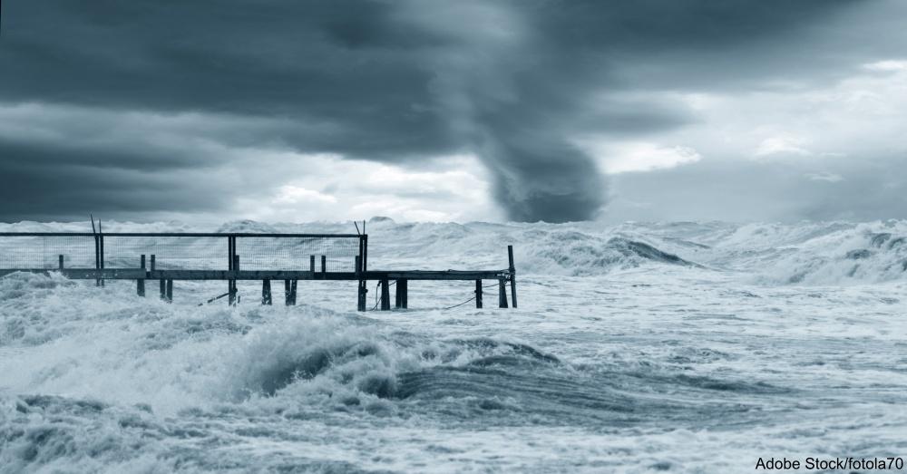 twister ast horizon on the sea
