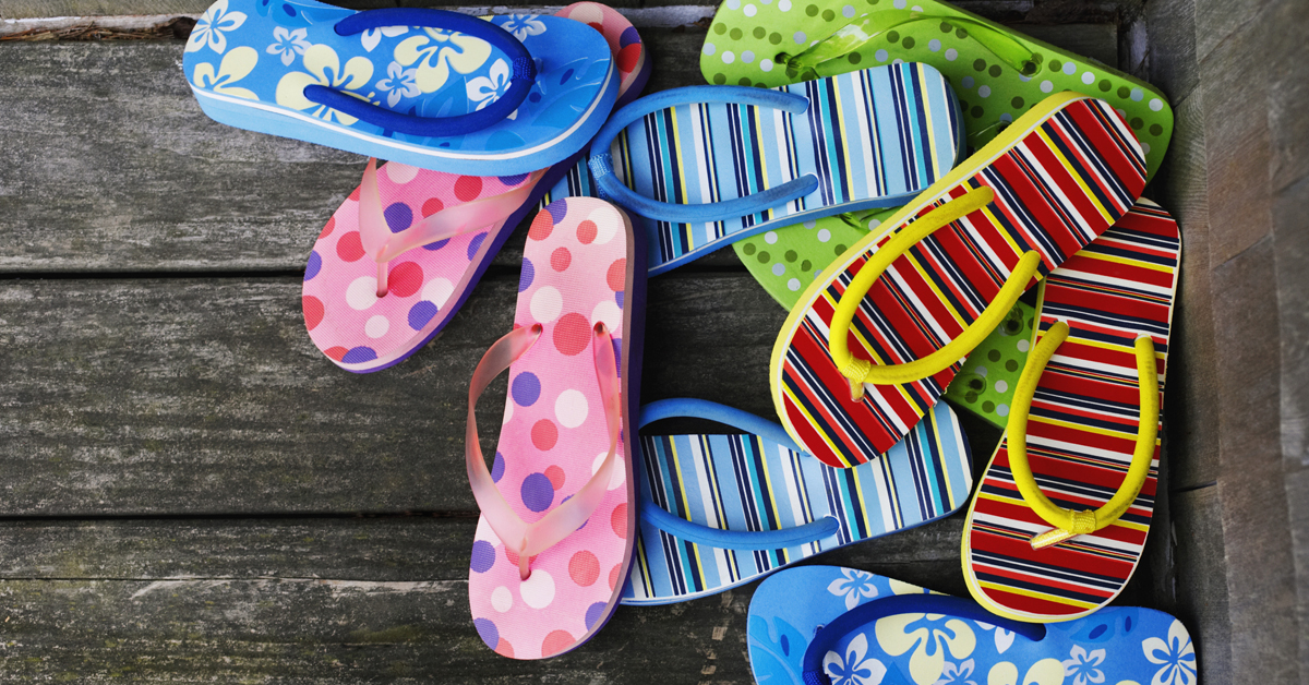 f1627faa8d0ac0 Conquer The Flip-Flop Pile! 11 GENIUS Ways To Store Your Sandals ...