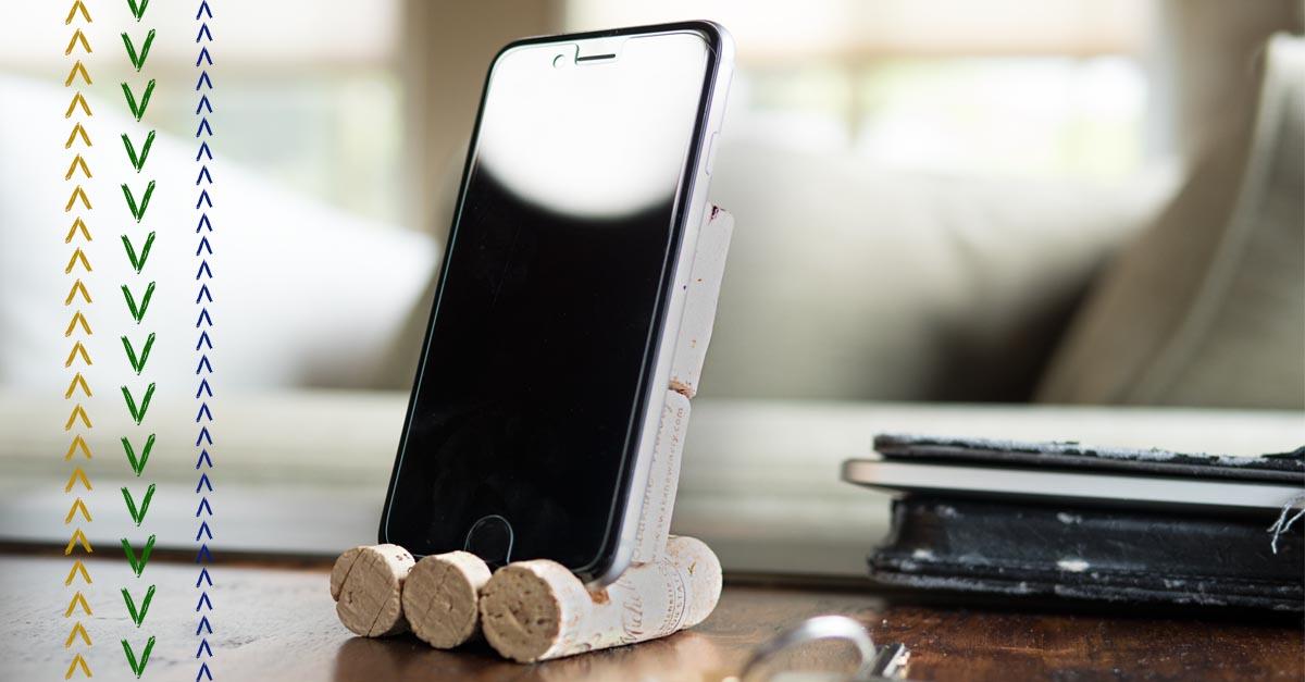 iphone cork stand