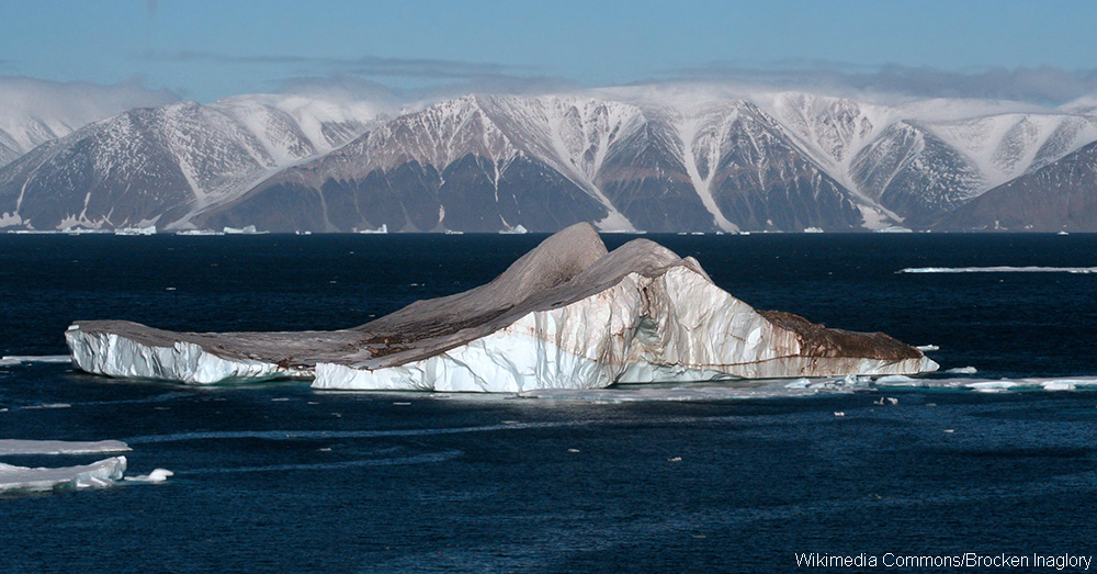 Icebergs_in_the_High_Arctic_-_20050907