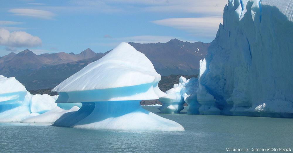 Upsala_glacier_near_icebergs
