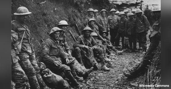 The soldiers of WWI were exposed to dangerous gas, all the while under heavy fire.