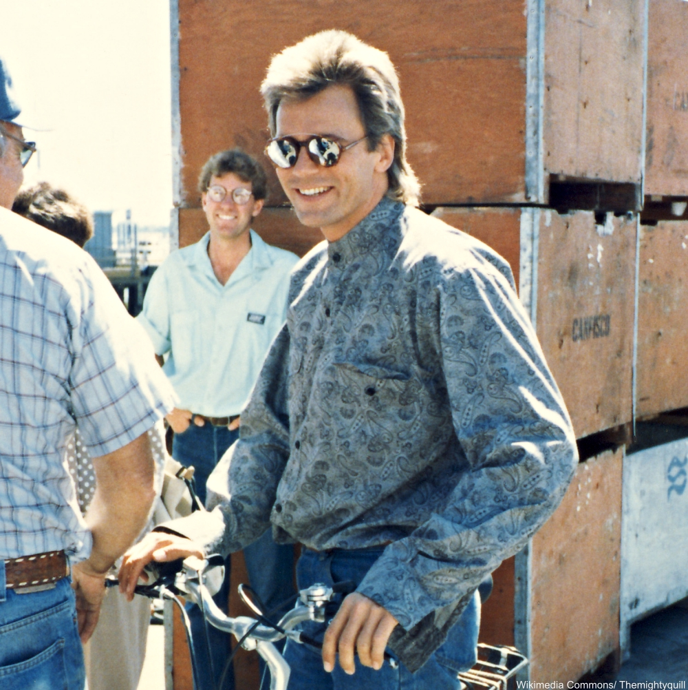 Richard Dean Anderson on the set of MacGuyver