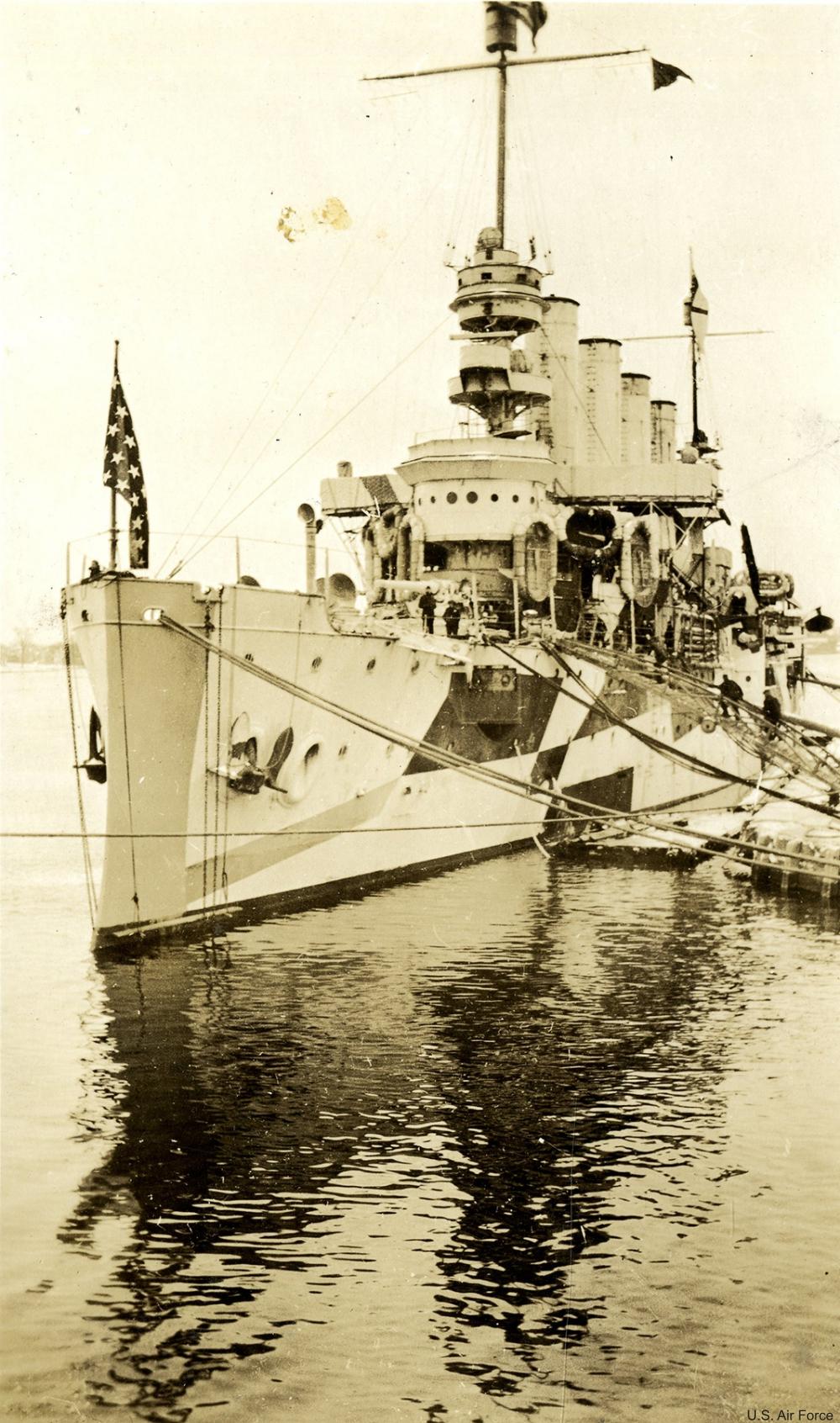 Dazzle camouflage ship circe 1917-1918.