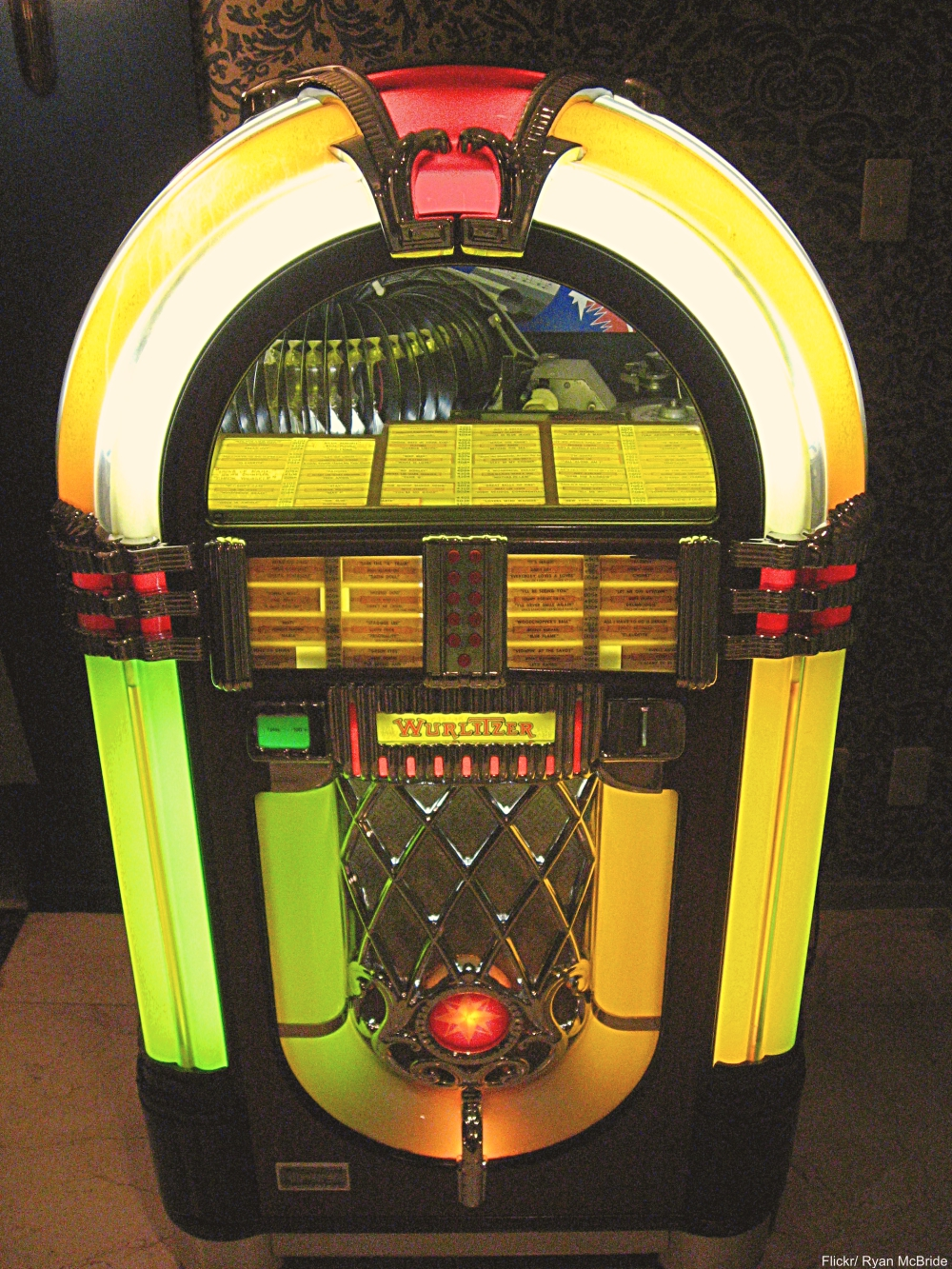 Vintage jukebox - Technology Items We Miss