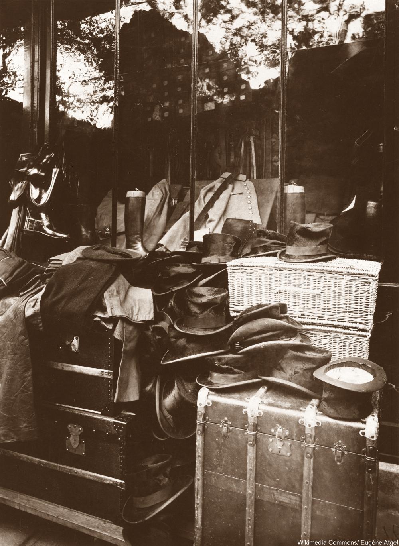 Boutique, Marché aux Halles Eugène Atget 1920 Paris