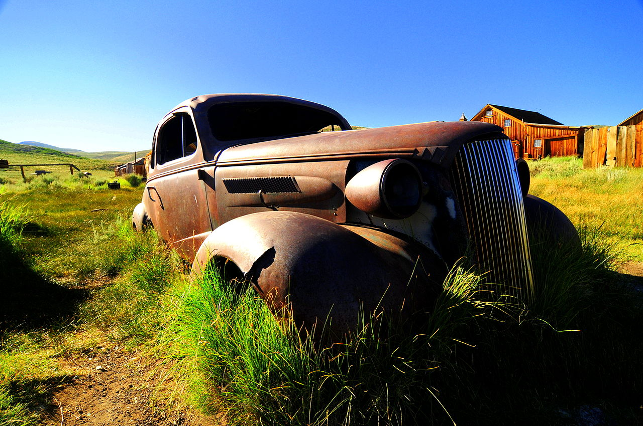 Rusty and abandoned 1937 Chevrolet coupe (photo via growing classics).