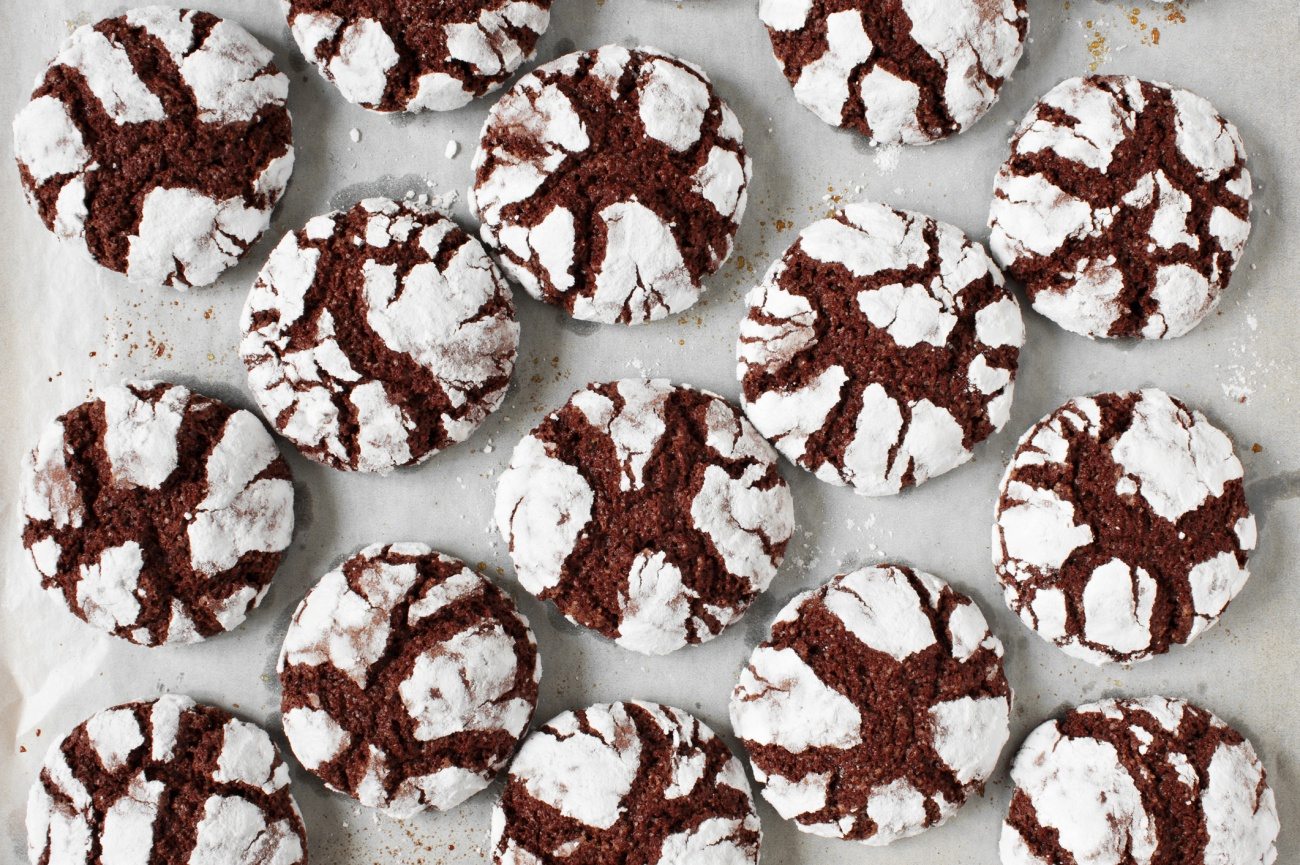 Fresh chocolate crinkle cookies