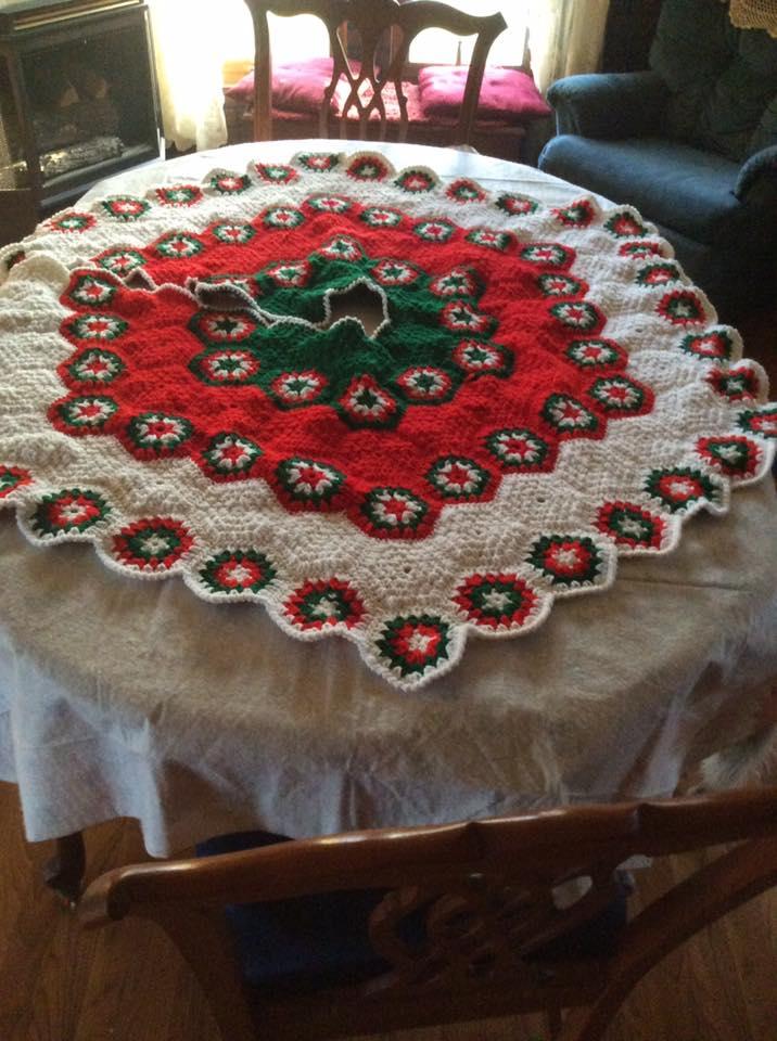crochet tree skirt 11