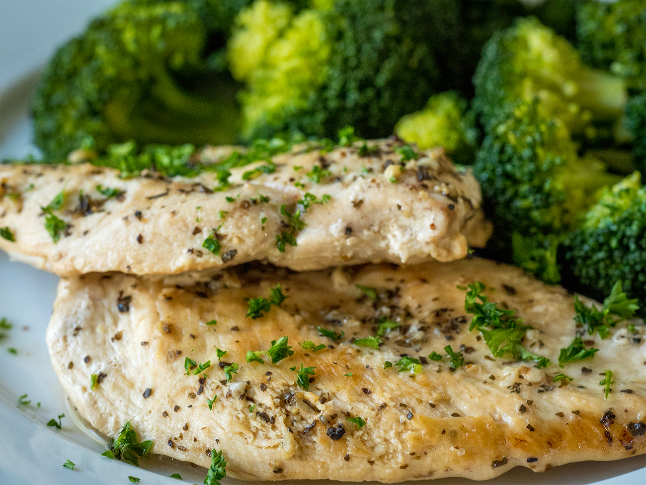 Slow Cooker Healthy Lemon Garlic Chicken Horizontal 4