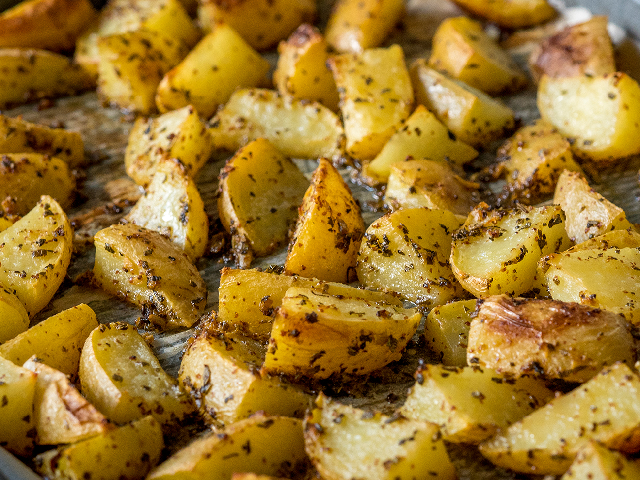 Greek Lemon Garlic Roasted Potatoes Horizontal 2