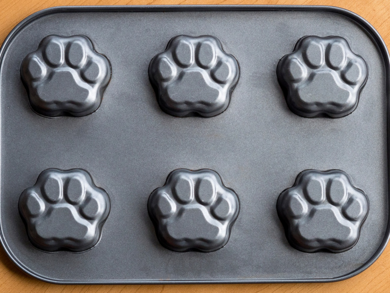 Paw Print Muffin Tin