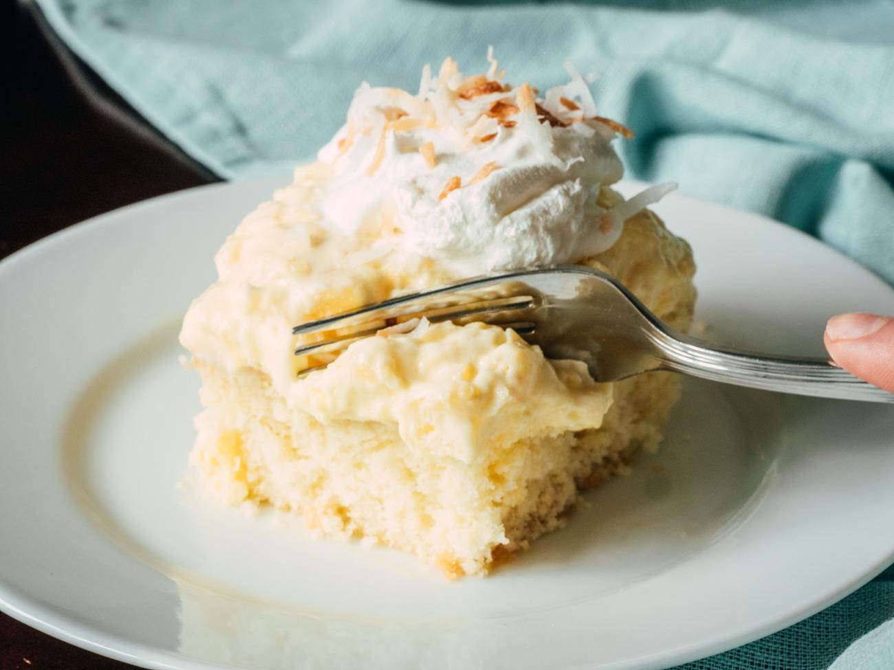 Hawaiian Coconut Poke Cake Horzitaonl 1