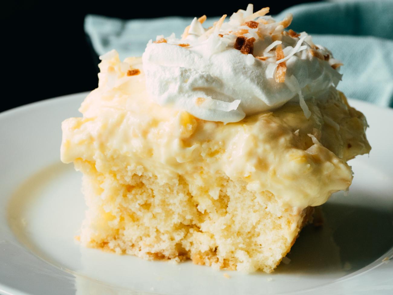 Hawaiian Coconut Poke Cake Horzitaonl 2