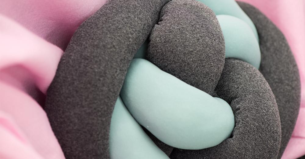 knot pillow 1