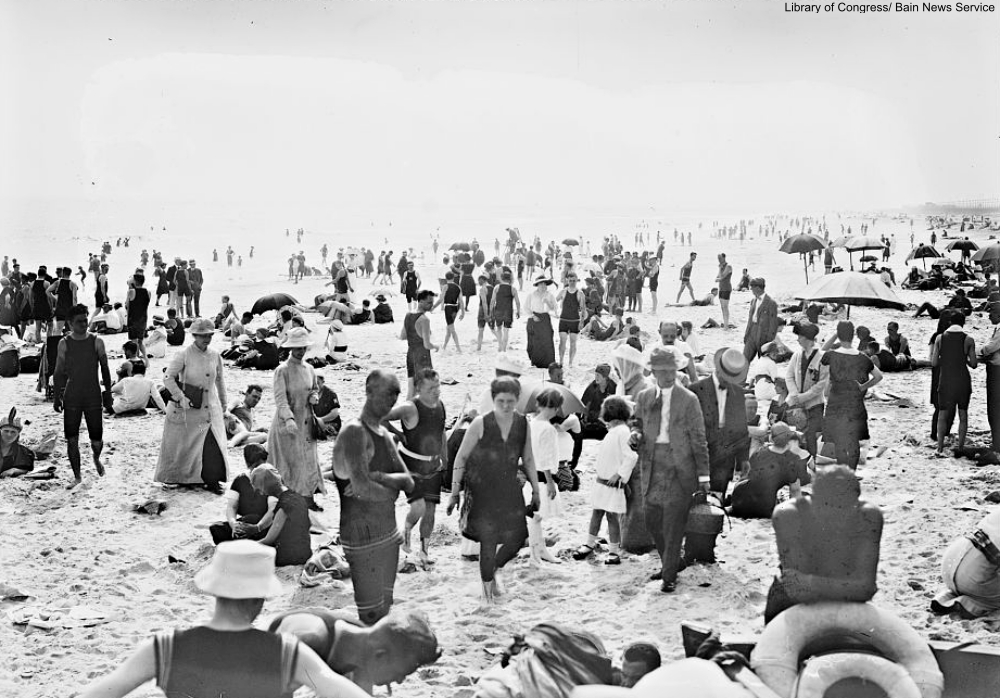 The Victorian Seaside in Photographs
