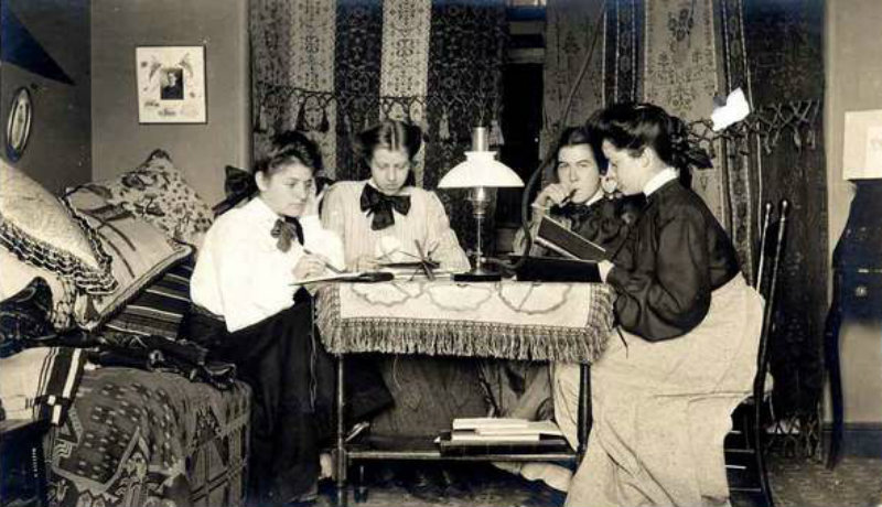 1905-Student-Dorm-Room-Vassar