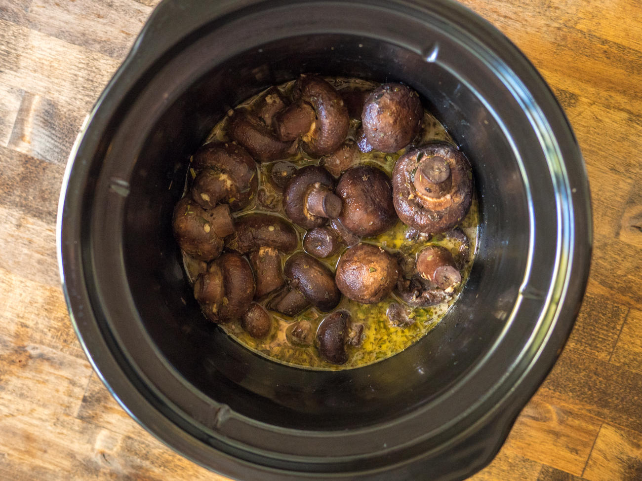 Slow Cooker Garlic and Herb Butter Mushrooms Horizontal 2