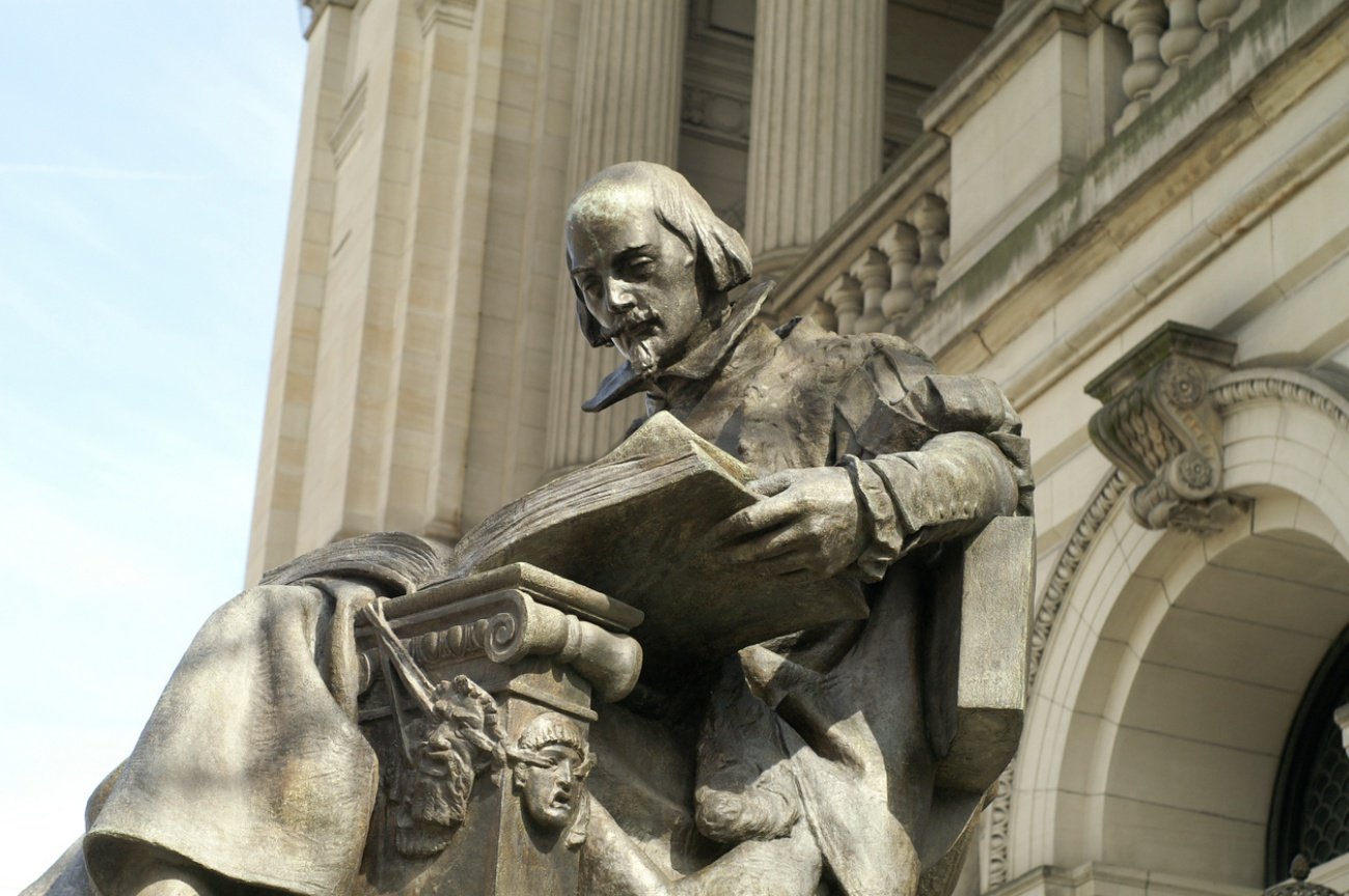 A large statue of William Shakespeare