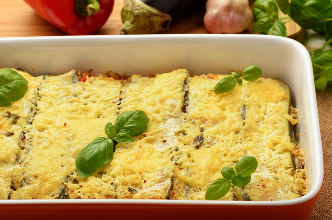 Casserole with chicken, eggplant, zucchini and tomatoes.